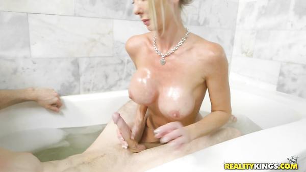 My best friend's Hot Mom Tylo Duran wants my cock